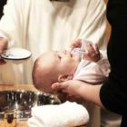 """""""Non più creature ma figli"""".  Il Battesimo come porta della fede e della vita cristiana."""